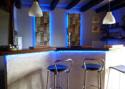 The cosy bar for an evening apéro Chateau de Sadillac