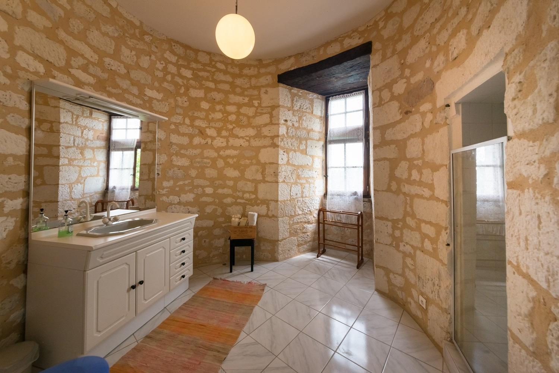 Chateau de Sadillac tower bathroom