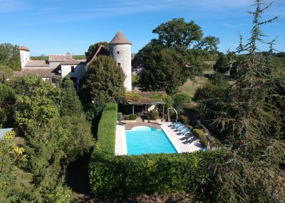 Pool area Chateau de Sadillac