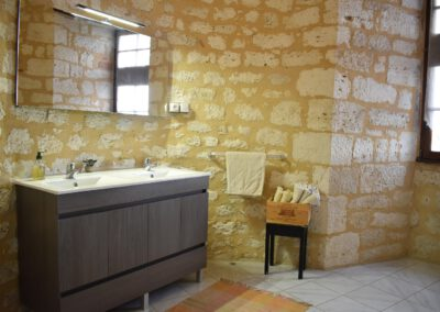 Bathroom chateau de Sadillac 01 1500x1000